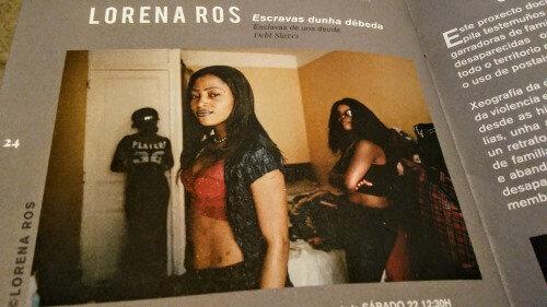 """Fotografía de la exposición de Lorena Ros """"Escaravas dunha débeda"""" en Acampa-2019"""